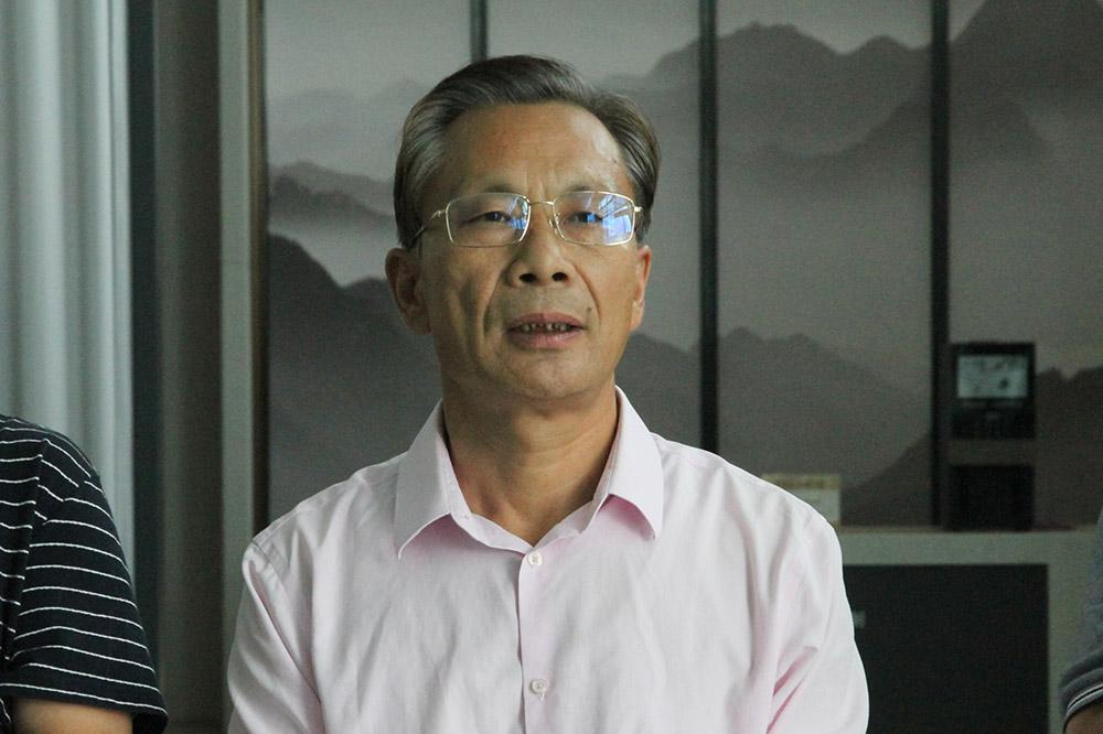 县总工会主席耿振华同志